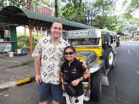 Кайл и Джоан Бартоломью в кампусе Манилы!