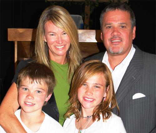 Крис и Соня Клопек с детьми. 2005.