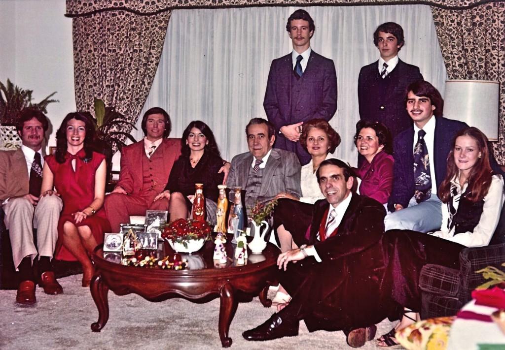 Кип и Елена - это был второй год их служения в Иллинойсе - навещают большую семью Елены!