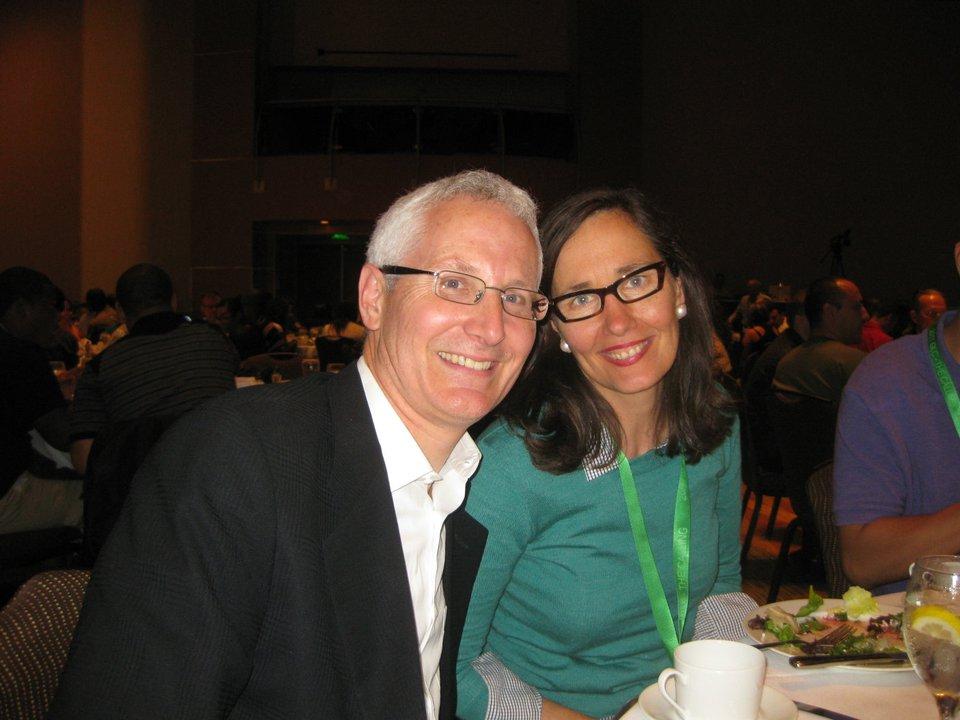 Майкл и Шэрон Кирхнеры были избраны, чтобы быть в центральном совете лидеров, где Майкл служит в качестве администратора для всего движения полностью преданных учеников.