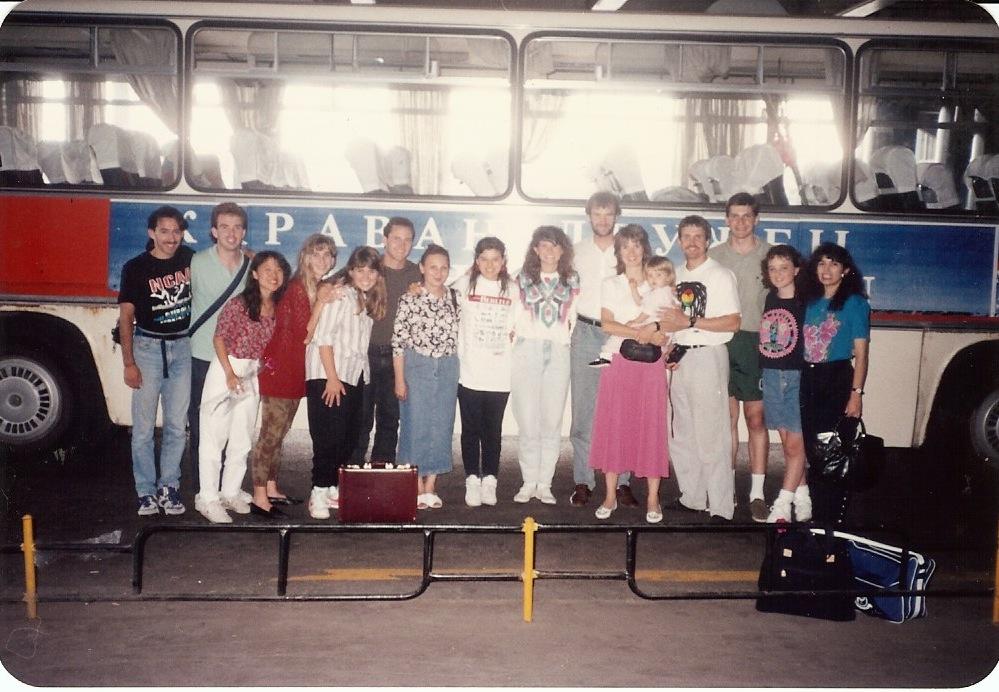 Фотография московской миссионерской команды 9 июля 1991 - день, когда они приземлились в Москве! (Елена - крайняя справа)