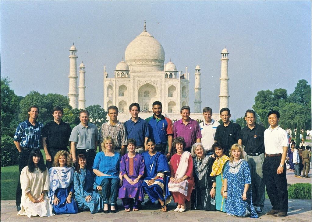 Лидеры секторов мира осенью 1994. К этому времени Кори и Меган Блэквелл прибавились к группе лидеров, чтобы отвечать за обращение Ближнего Востока!