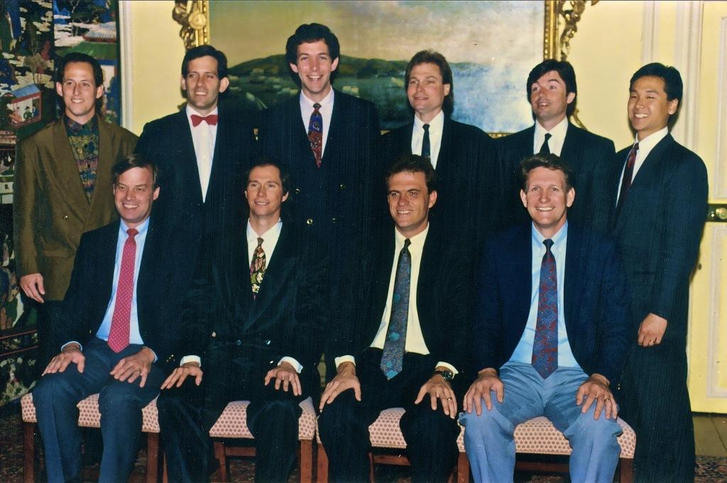 Лидеры секторов мира в 1992 - первый ряд: Боб Гемпел, Кип МакКин, Фил Лэмб и Эл Бэйрд. Второй ряд: Марти Фьюква, Скотт Грин, Даг Артур, Рэнди МакКин, Стив Джонсон и Фрэнк Ким.