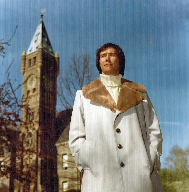 Кип впервые работает полное время на церковь в северо-восточном христианском колледже. 1975 год!